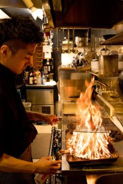 和食居酒屋魚たも(うおたも)の調理風景